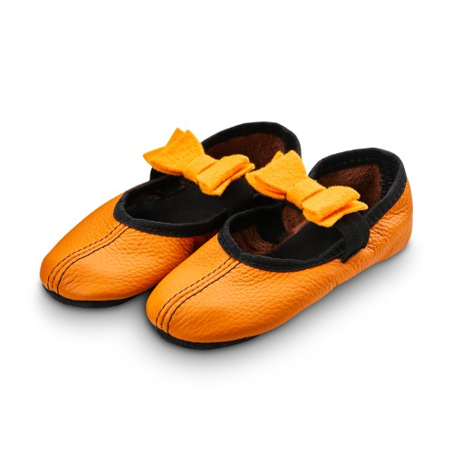 Dance slippers (orange) with felt bow